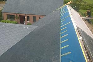 sarking et pose d ardoises naturelles sur toit pentu fernelmont. Black Bedroom Furniture Sets. Home Design Ideas